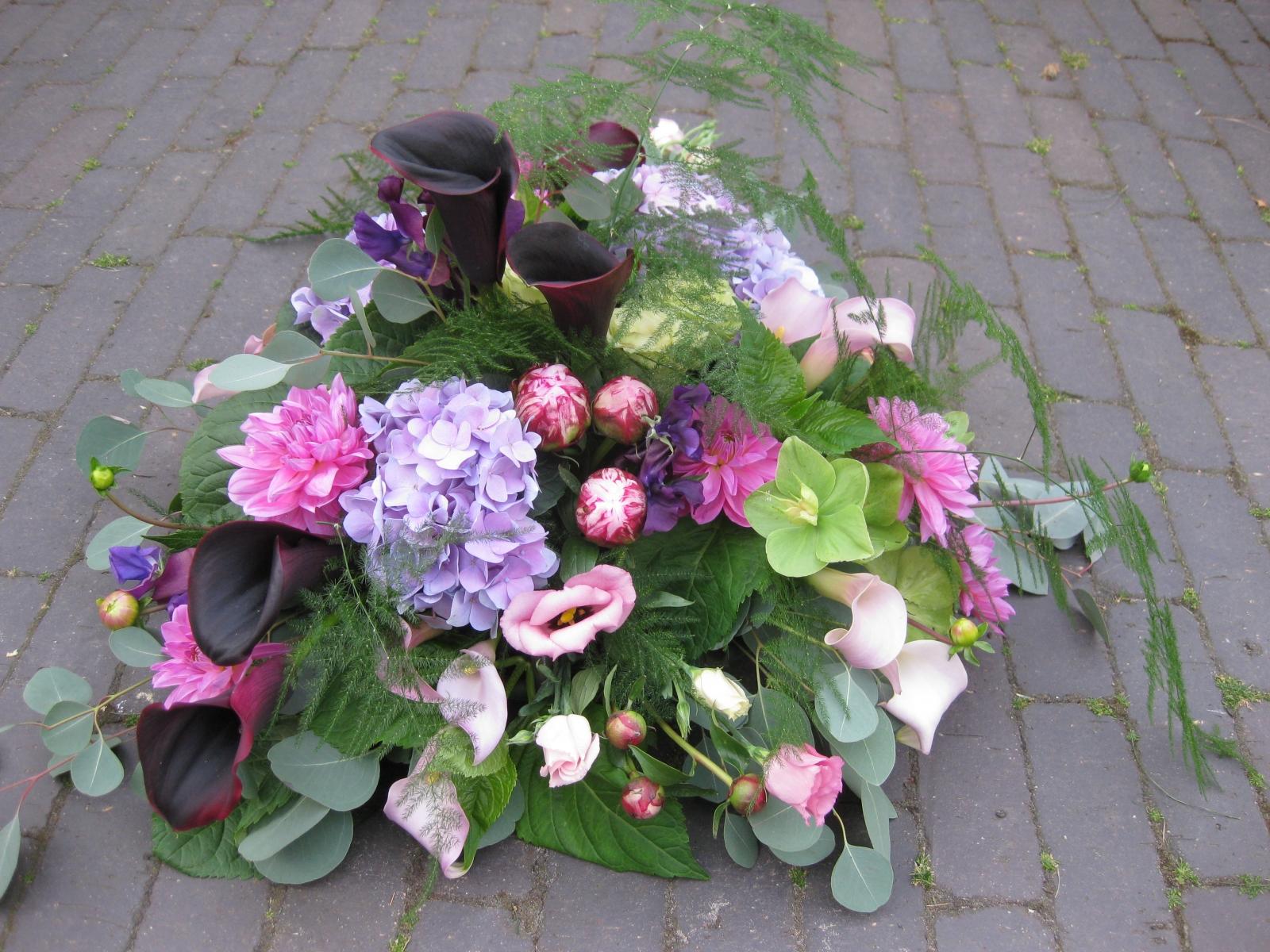 grafstuk in lila en zwart